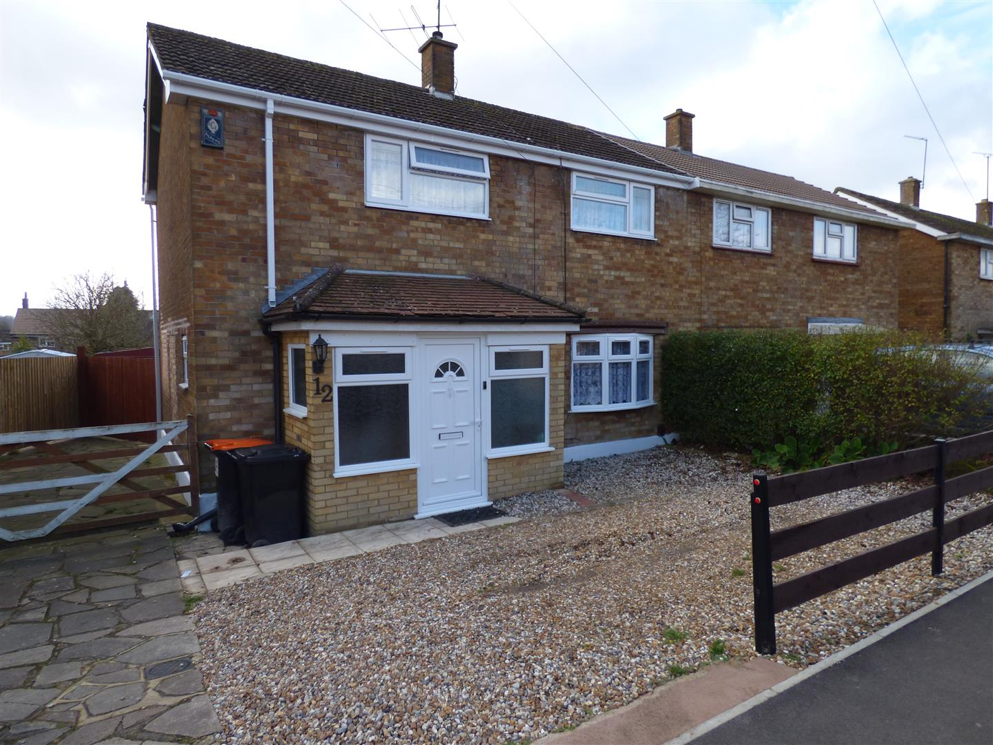 3 Bedrooms Semi Detached House for sale in Graham Road, Dunstable